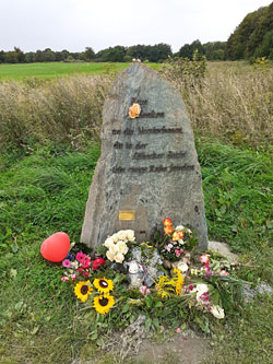 Gedenkstein am Brodtener Ufer