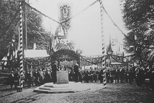 Emil Possehl bei der Grundsteinlegung zum Elbe-Trave-Kanal im Mai 1895